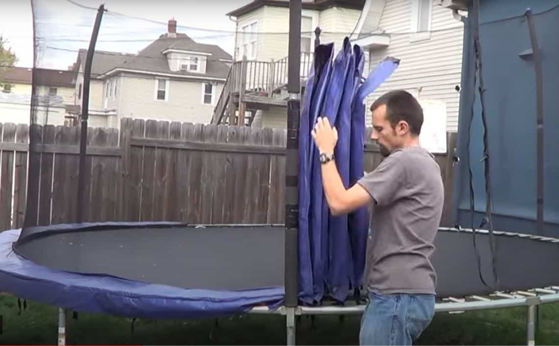 how to disassemble a trampoline